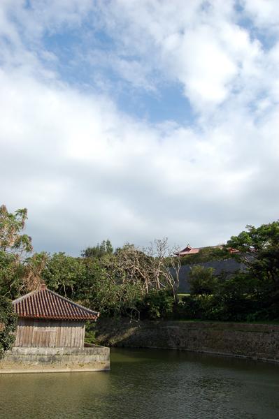 首里城公園内、弁財天堂と円鑑池。