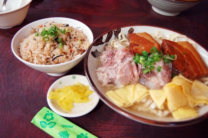 ソーキそば。軟骨ソーキ超おいしー。ここの沖縄そば、また食べたいなあ。