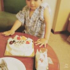お父さんの誕生日でしたから。ケーキはお仲間の方々から差し入れで頂きました。ありがとうございます。家族で頑張って食べきりました。
