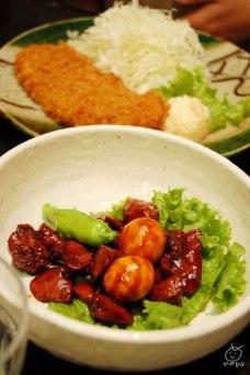 甲府鳥もつ煮。小学校の給食によく出てた思い出。キンカン(たまごの黄身部分)が好きでした。