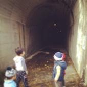 ダム&トンネル探検した後に、みんなでダムカードゲット♪ 男子ご満悦w