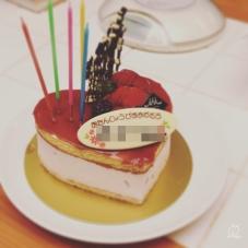 普段なら選ばないであろうハートのケーキ…。これくらいしか残ってなかったんだそう…。